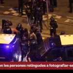 Barcelona_Els_Mossos_encapsulen_manifestants_i_els_obliguen_a_fotografiar_se_encaputxats